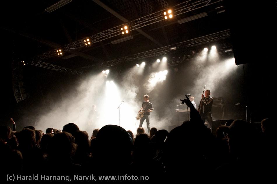 Åpningsseremoni og åpningskonsert på Nordkraft Arena. Postgirobygget spiller.