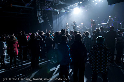 Fra åpningsseremoni og åpningskonsert på Nordkraft Arena. Bandet er Helmuts Helmet. Atle Kristensen, gitar, Tor Ivar Røsok, gitar, Frank Benjaminsen, vokal, Eirik Indahl, slagverk, Per Børre Seloter, bass.