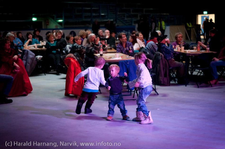 27.3.2011: Da Capo-show med Vidar Lønn Arnesen. Også storbandjazz med solister. Og danseglade unger.