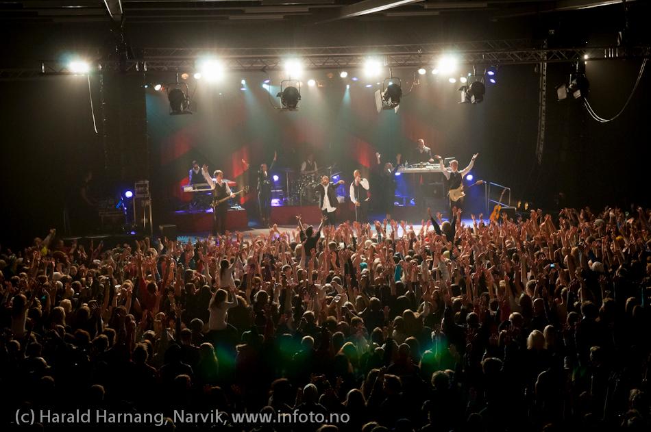 26.3.2011: Konsert på Nordkraft Arena med Madcon. 2000 mennesker inne på Nordkraft Arena. Og det var ikke trangt.