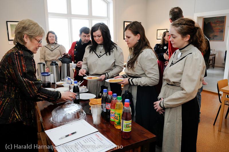 VU-2011: Museum Nord - Narvik, utstillinger, besøk av Svarta Bjørn-kandidatene.