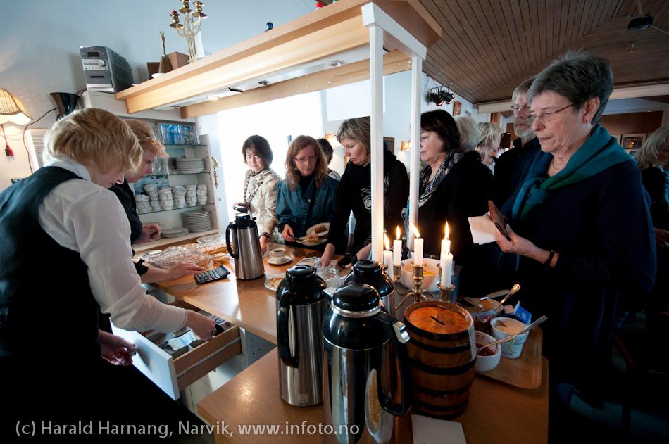 VU-2011, konsert Sjømannskirka: Ola Bremnes og Ensemble Blå fra Sortland. Svært mange måtte snu i døra. Det ble fort fullt. Israels Riiges Cafe hadde solid omsetning.