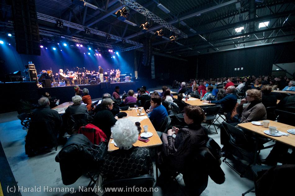 27.3.2011: Da Capo-show med Vidar Lønn Arnesen. Også storbandjazz med solister. LKAB BIg Band.