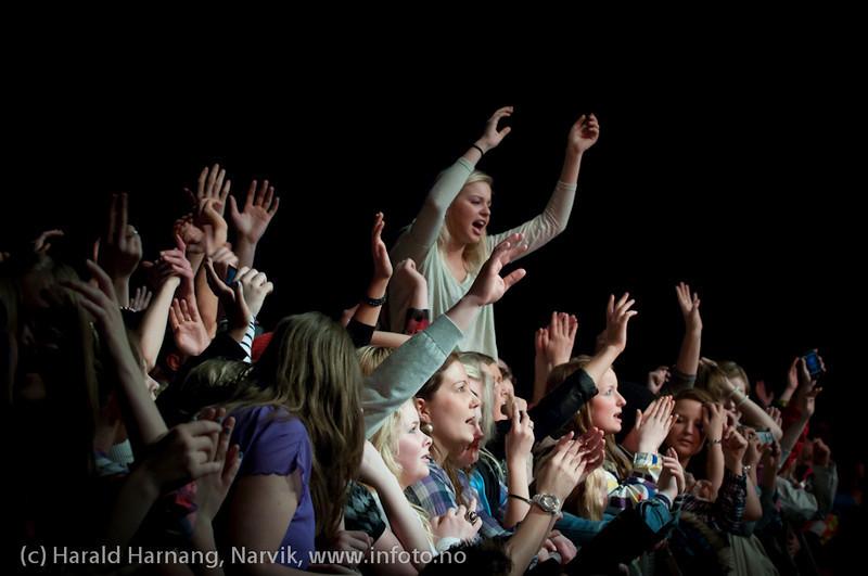 26.3.2011: Konsert på Nordkraft Arena med Madcon. Helt fremst, høyest opp.