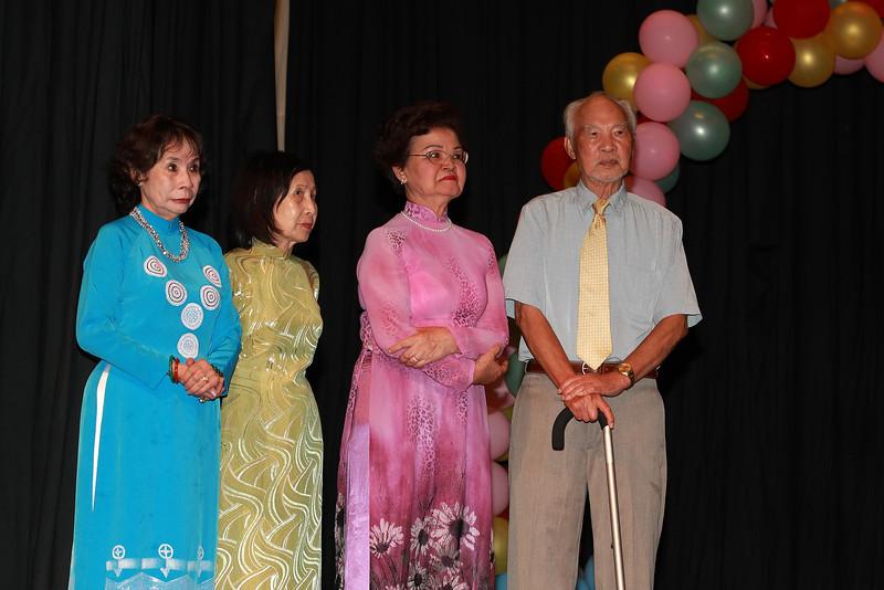 Cô Kim Oanh, nhà văn Lê Thị Nhị (Nhà Việt Nam), cô Mộng Hoa, ông Phạm Ngọc Liễu.