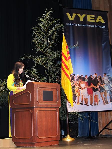 Cô Chử Nhất Anh, VYEA president.