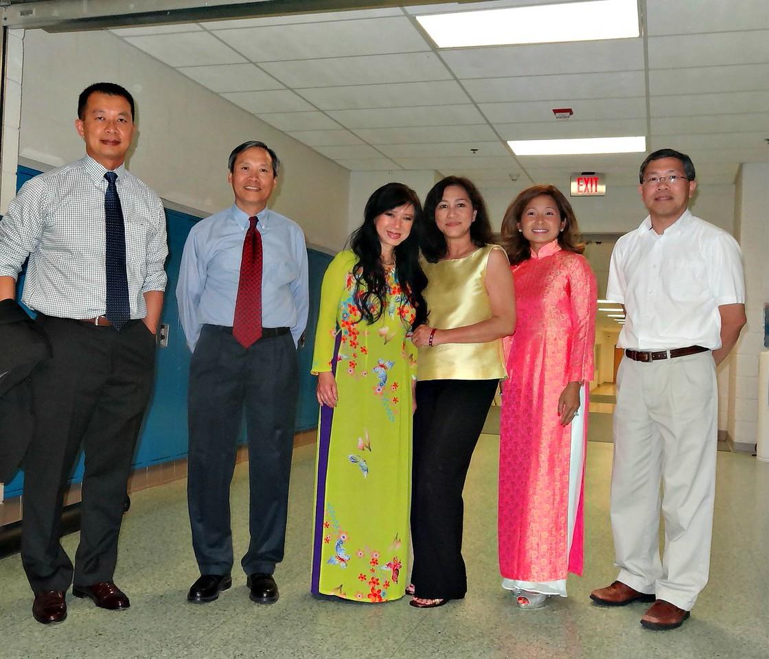 Ban Chấp Hành - thầy Huỳnh Tường Minh, thầy Đặng văn Thành, cô Nhất Anh, cô Thúy Vân, Thùy Trâm, thầy Huỳnh Xuân Quang