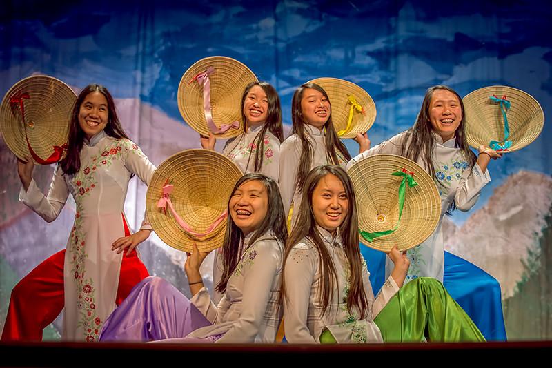 MIchelle, Minh Thơ, Kelly, Minh Thơ, Tường Uyên,  Mỹ Chi, ,   and the VYEA Dance Troop.