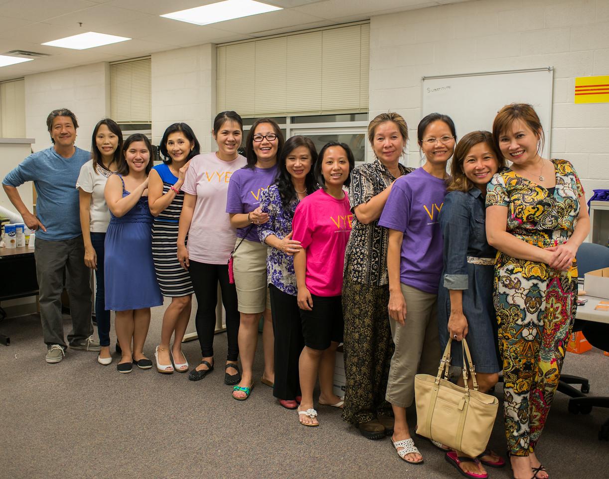 In the VYEA Summer School Office 8/5/2105<br /> Thầy Thành, , TA Karen, Christine Hồng, Kim Cương, Hàn Ni, cô Nhất Anh, Moon Nguyệt, , , Thùy Trâm, cô Monica