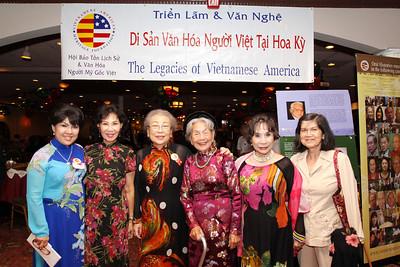 Triều Giang, Jackie Bông Wright, Khúc Minh Thơ, mẫu thân cô Kim Oanh, Kim Oanh, -