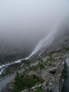 e c'? anche la cascata a due metri dalla strada, tanto per renderla pi? interessante... :P