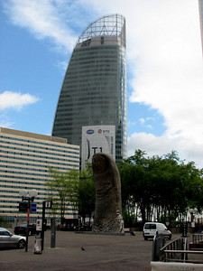 Another one of those damn thumbs in nature - at la defense