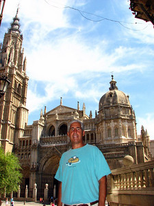 Richard in front of the cathedral