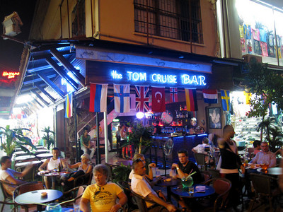 Tom Cruise Bar.... do you think it could be a closeted gay bar?