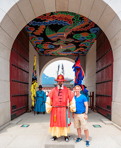 Me and palace guard.  Gyeongbokgung palace