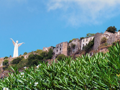 Cristo looking over the remains of the old, old town.