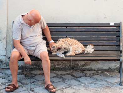 Man entertaining his dog with an empty water bottle