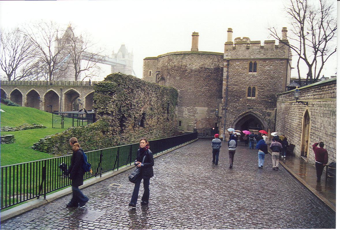 White Castle, ravens on cages left center.  London Bridge in background, upper left.