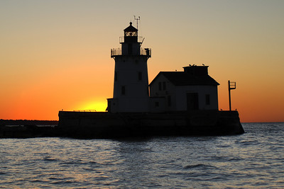 Cleveland Harbor West Pierhead Lighthouse silloette 2