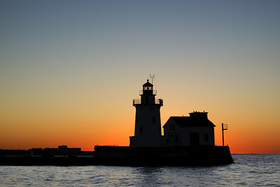 Cleveland Harbor West Pierhead Lighthouse silloette 3
