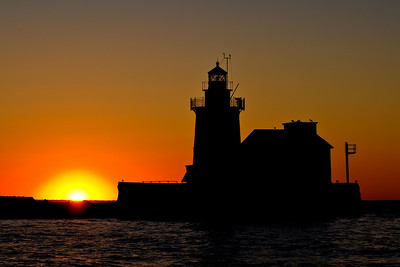 Cleveland Harbor West Pierhead Lighthouse silloette srgb