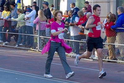Sues Columbus marathon 6 102107