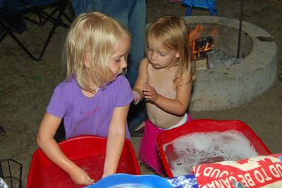 0075 Nan and Sunny washing dishes at Yogi Bear Jellystone Park
