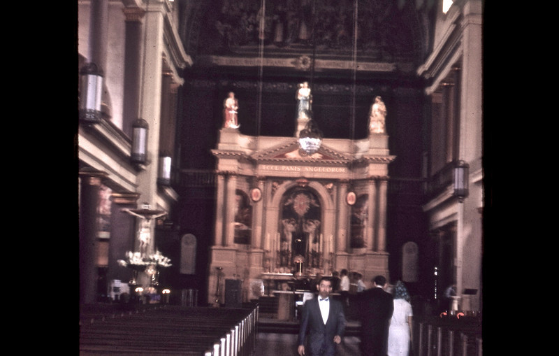 Interior photograph of St. Louis Cathedral.