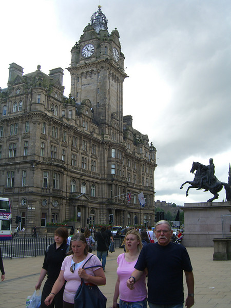 CIMG5176 Huge hotel (Balmoral Hotel) on Princes St where the owner kept the tower clock a few minutes fast so people would catch their train at the station nearby. Set to actual time today.