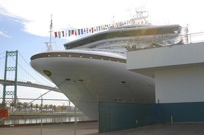 Front view of the Golden Princess.