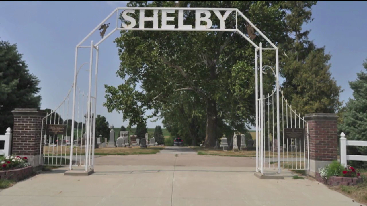 This video covers Ray & Penny's visit to the Shelby, Iowa Cemetary; City of Plattsmouth, Nebraska and BBQ at Mark & Traci's home.  (I have two of the same video as I was testing the time it takes to upload when hardwired vs. wifi.