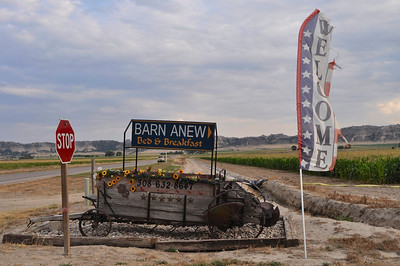 Owners of the Barnanew are Cher and Allan Maybee.  Want to know more about them?  You should, I find it fascinating.....Click here:  http://barnanew.com/about/