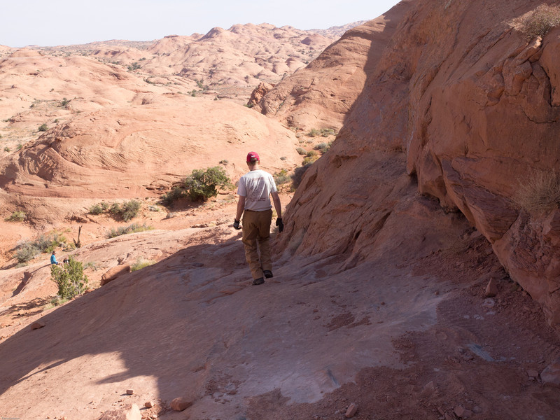 Hole in the Rock Trail<br /> Tomas picking the line