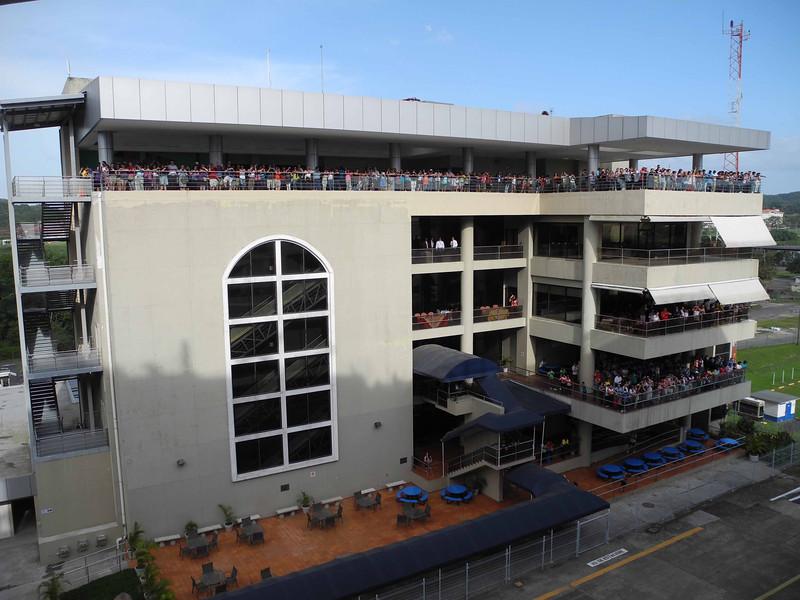 734 Visitors greeting the Infinity at the Miraflores Locks