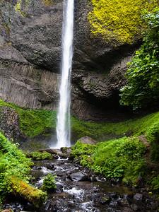 Latourell Falls with basalt columns at the base