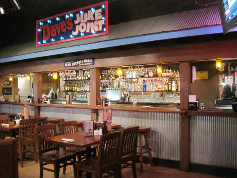 Inside Famous Dave's