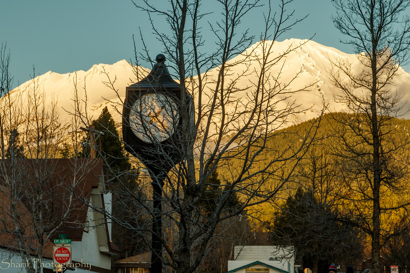 The town of Mount Shasta and its mountain