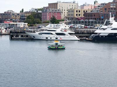 A little tour boat