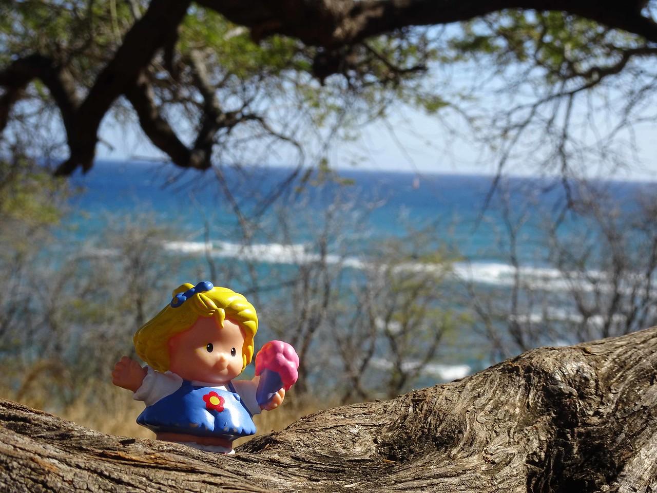 1116 Little Lucy waving goodbye from Honolulu