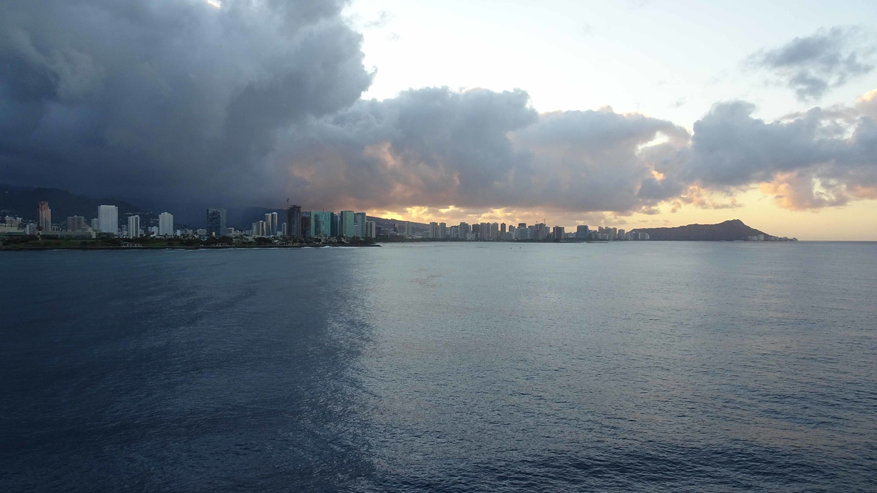 1099 Arrival into Honolulu port on disembarkment day