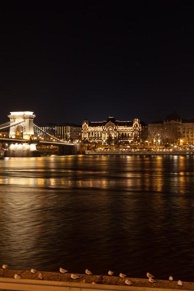 Szechenyi Chain Bridge & Four Seasons Hotel