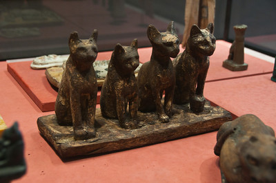 Love cat sculptures