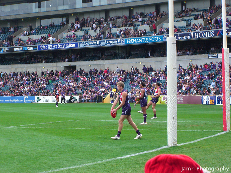 Kicking Practice.<br /> Just before the start of the game between the Fremantle Dockers and the Sydney Swans.