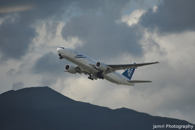 Air New Zealand.<br /> An Air New Zealand B767 takes off from Hong Kong Airport.