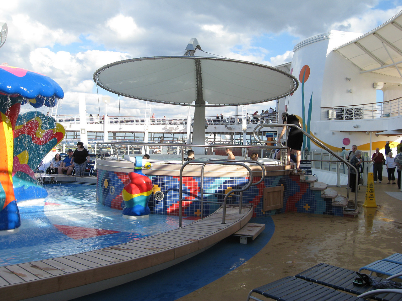 Children's water park, Deck 16