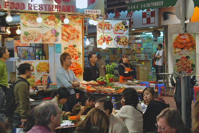 Kowloon's Temple Street Eatery