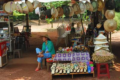 Oudoor shop outside of Tu Duc' tomb near Hue, Vietnam)