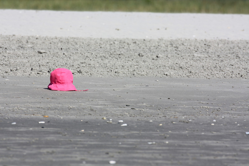 I thought this pink hat on an empty stretch of beach would be an interesting photo.  I'm not sure it worked the way I hoped.