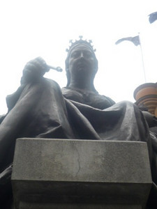 Day 3: Queen Victoria statue in front of the Queen Victoria Building (QVB)