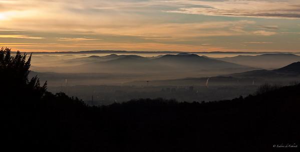 Auvergne - Février 2011 Vue sur Clermont-Ferrand au levé du soleil